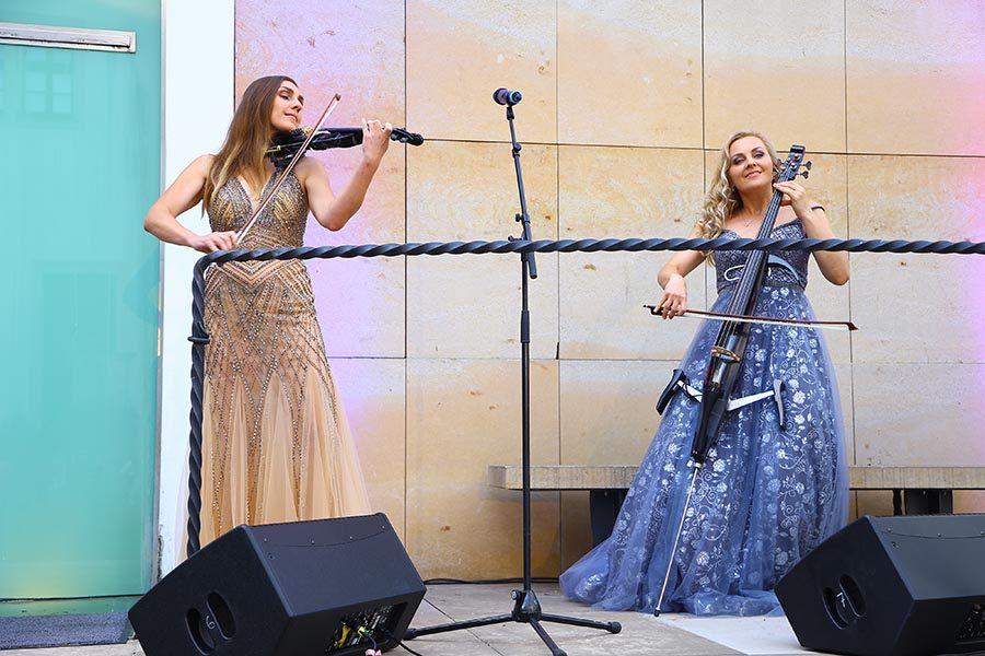Duo Divine, houslistka Katerina Liskovcova a violoncellistka Iris Morisakova