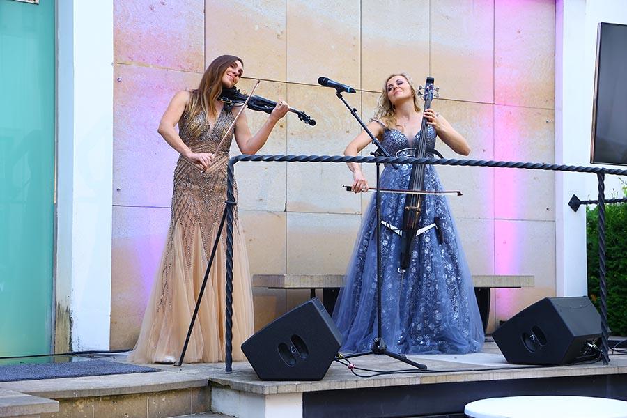 Duo Divine na charitativni garden party Evy Ceresnakove